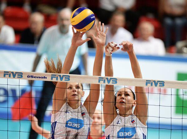 Волейболистки сборной России Ирина Фетисова (слева) и Наталия Обмочаева