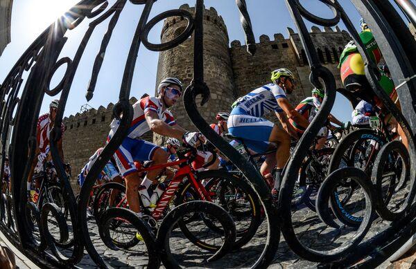 Павел Кочетков на дистанции шоссейной велогонки среди мужчин на I Европейских играх в Баку