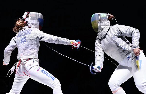 Слева направо: Екатерина Дьяченко (Россия) и Алина Комащук (Украина)