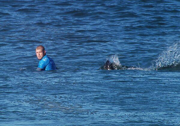 Трехкратный чемпион мира по серфингу австралиец Мик Фэннинг подвергся нападению акулы