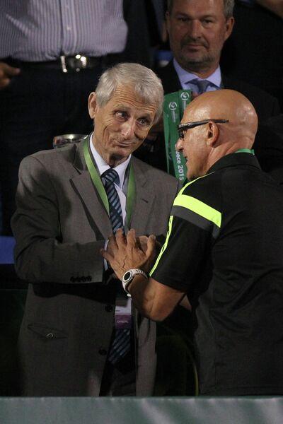 Главный тренер сборной Испании Луис де ла Фуэнте (слева) радуется победе