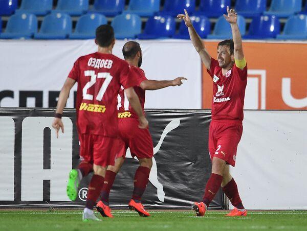 Игроки Рубина радуются забитому мячу