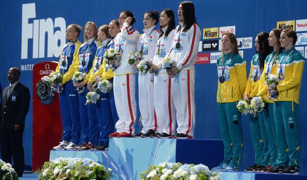 Спортсменки сборной Швеции, спортсменки сборной КНР, спортсменки сборной Австралии (слева направо)
