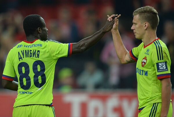 Футболисты ЦСКА Сейду Думбия (слева) и Понтус Вернблум
