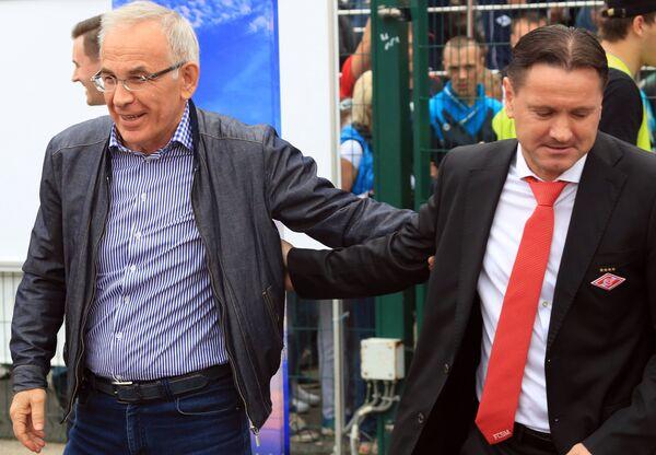 Главный тренер Амкара Гаджи Гаджиев (слева) и главный тренер Спартака Дмитрий Аленичев