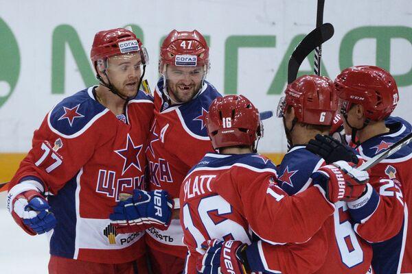 Игроки ХК ЦСКА радуются заброшенной шайбе