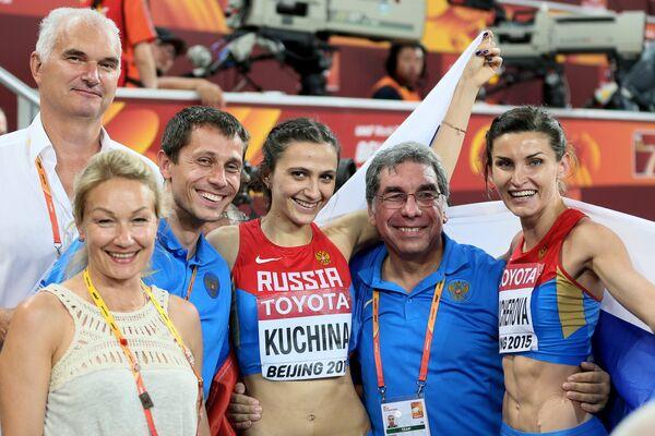 Юрий Борзаковский, Мария Кучина, личный тренер Марии Кученой Геннадий Габрилиан и Анна Чичерова (слева направо)