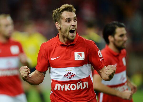 Полузащитник Спартака Дмитрий Комбаров радуются своему забитому голу