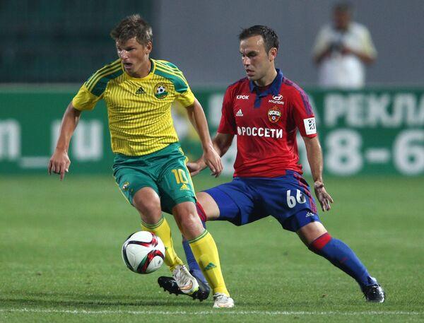 Хавбек ЦСКА Бибрас Натхо (справа) и полузащитник Кубани Андрей Аршавин