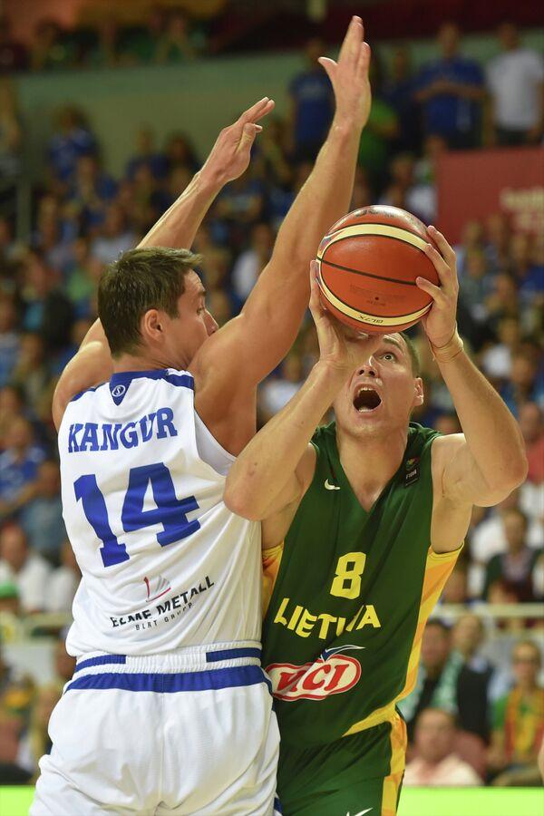 Игровой момент матча Литва - Эстония