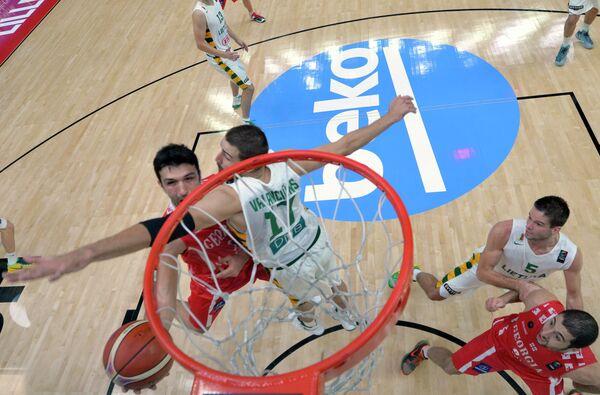 Игровой момент матча между сборным Литвы и Грузии на Евробаскете-2015