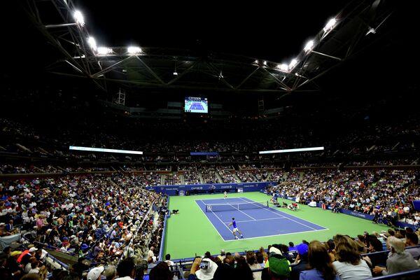 Вид на корт во время финального матча US Open-2015 между Новаком Джоковичем и Роджером Федерером