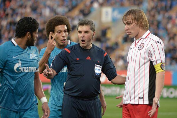 Игровой момент матча Зенит - Амкар