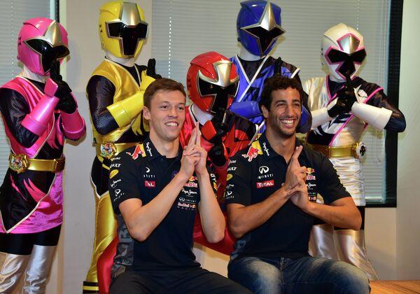 Пилоты команды Формулы-1 Ред Булл россиянин Даниил Квят (слева) и австралиец Дэниел Риккьярдо
