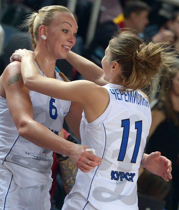Игроки курского Динамо Ирина Осипова (слева) и Мария Черемисина