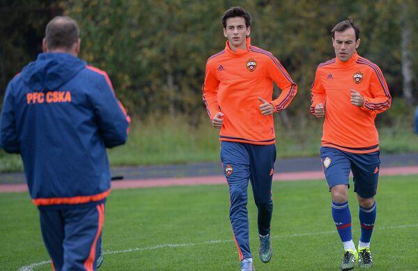 Полузащитники ЦСКА Амир (слева) и Бибрас Натхо на тренировке