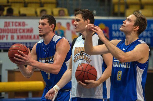 Руслан Патеев, Максим Шелекето и Петтери Копонен (слева направо) на презентации БК Химки сезона 2015/2016