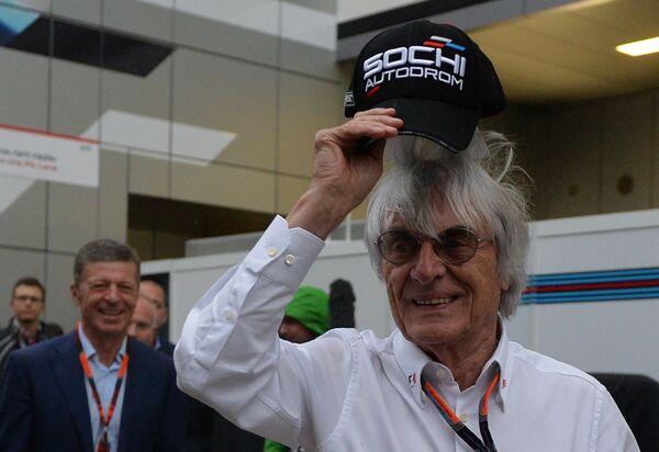 Генеральный промоутер Формулы-1 Берни Экклстоун (в центре)