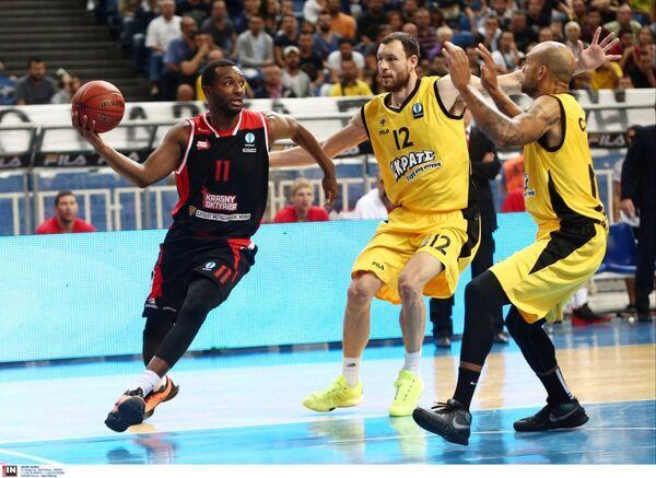 Игровой момент матча баскетбольного Еврокубка Красный Октябрь - АЕК