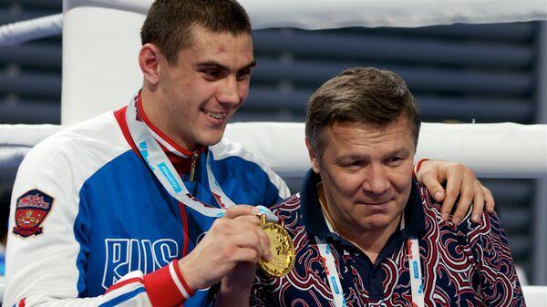 Евгений Тищенко (слева)