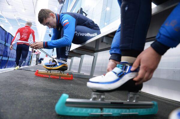 Спортсмен сборной России по шорт-треку Артем Козлов