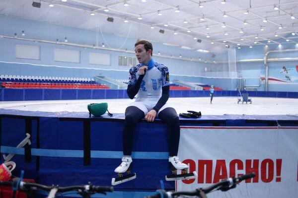 Спортсмен сборной России по шорт-треку Дмитрий Мигунов