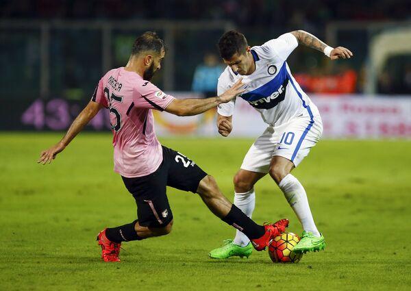 Игровой момент матча Палермо - Интер