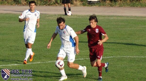 Игровой момент чемпионата Крыма по футболу между ТСК-Таврия и Кафу