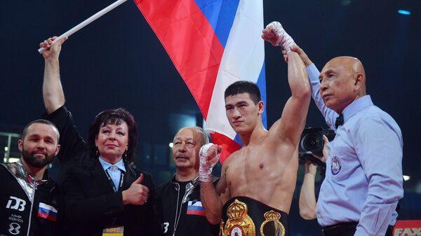 Дмитрий Бивол (Россия) (второй справа)