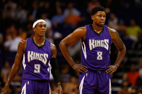 Баскетболисты клуба НБА Сакраменто Нигз Рэджан Рондо и Руди Гэй (слева направо)