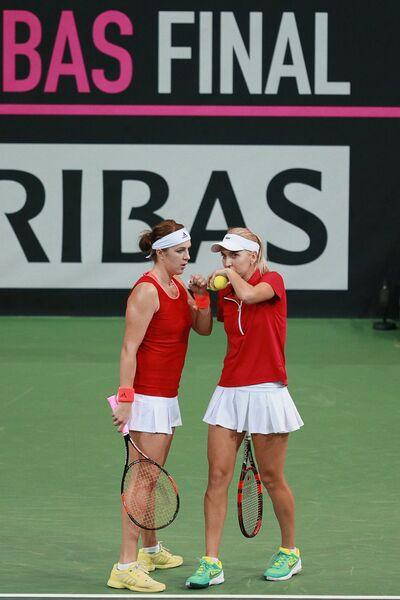 Анастасия Павлюченкова и Елена Веснина (слева направо)