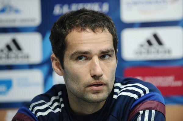 Капитан сборной команды России по футболу Роман Широков