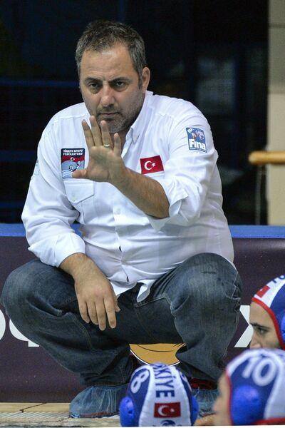 Тренер команды Турции по водному поло Мехмет Альп Олджайту