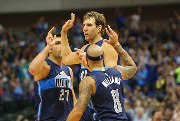 Баскетболисты Далласа, в центре - Дирк Новицки