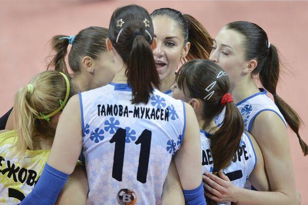 Волейболистки Динамо-Казань радуются набранному очку