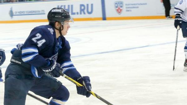 Форвард ХК Нефтехимик Павел Порядин