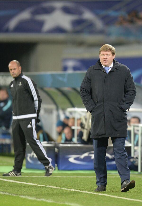 Главный тренер Гента Хейн Ванхазебрук (справа)