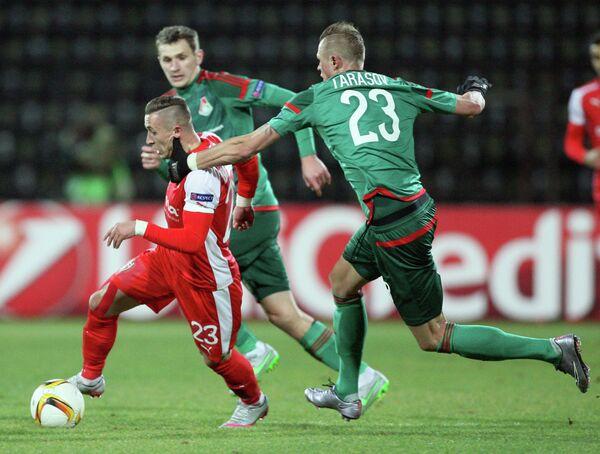 Полузащитник Локомотива Дмитрий Тарасов (№23) в матче ЛЕ со Скендербеу