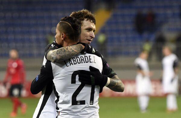 Футболисты Краснодара Рикардо Лаборде (спиной) и Павел Мамаев