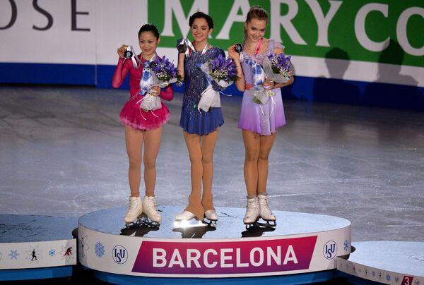 Мияхара Сатоко, Евгения Медведева и Елена Радионова (слева направо)