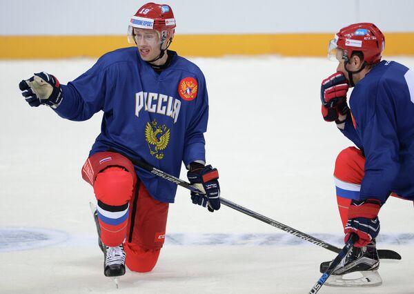 Форварды сборной России по хоккею Денис Кокарев (слева) и Сергей Андронов