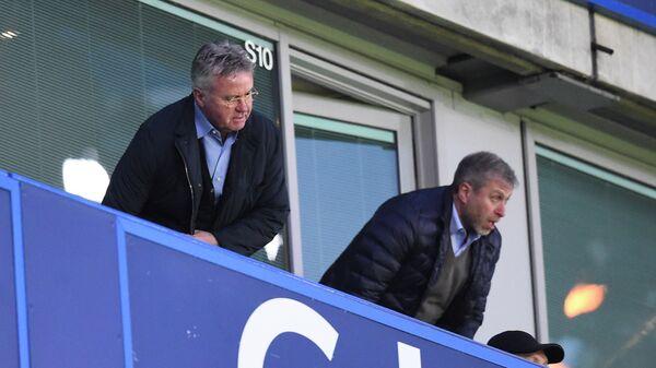 Гус Хиддинк (слева) и Роман Абрамович