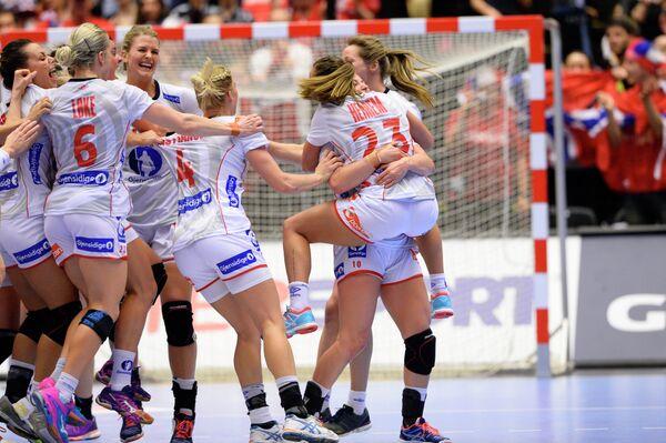 Игроки женской сборной Норвегии по гандболу