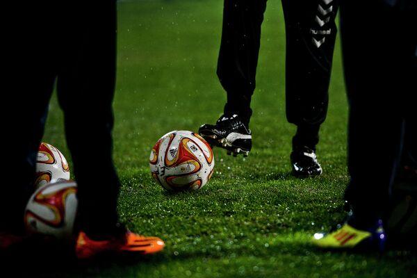 Намокшее футбольное поле