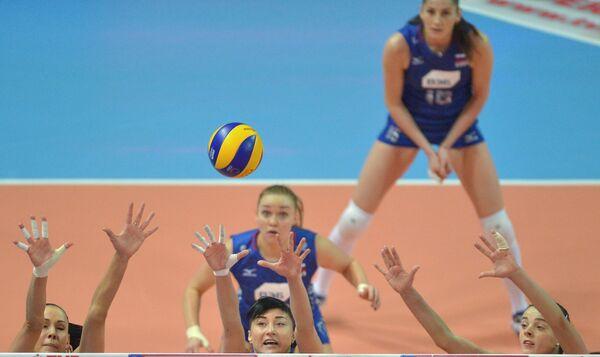 Волейболистки сборной России Наталья Обмочаева, Екатерина Любушкин и Яна Щербань (слева направо)