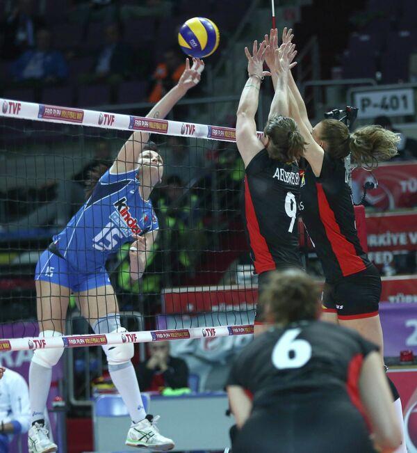 Игровой момент матча европейского олимпийского квалификационного турнира Италия - Бельгия