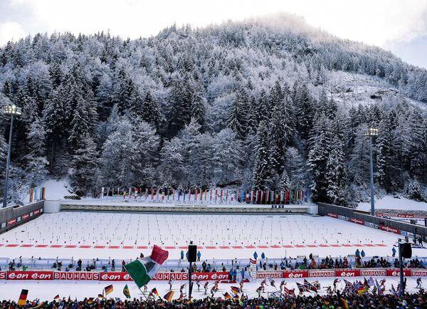 Спортсменки на дистанции гонки в немецком Рупольдинге