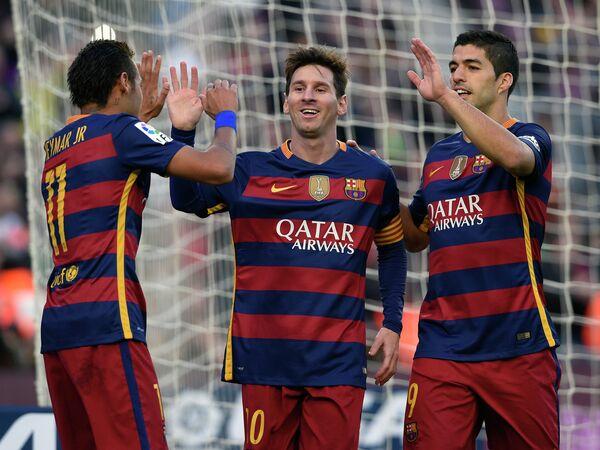 Нападающие Барселоны Неймар, Лионель Месси и Луис Суарес (слева направо)