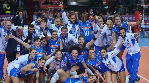 Игроки и тренерский штаб женской сборной Италии по волейболу