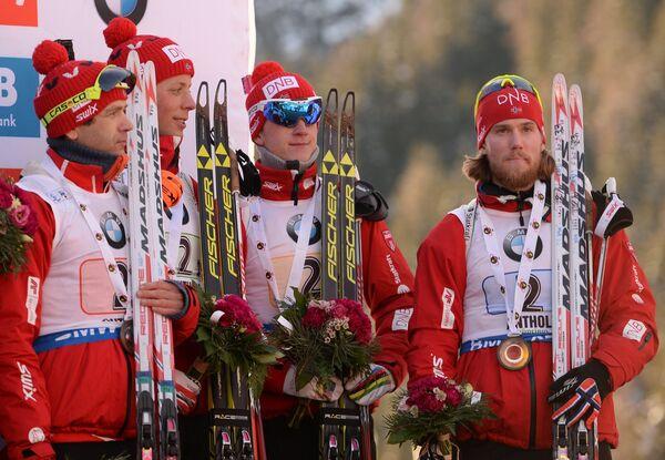 Биатлонисты сборной Норвегии Уле-Эйнар Бьорндален, Ларс-Хельге Биркеланд, Йоханнес Бё и Эрленд Бьонтегорд (слева направо)